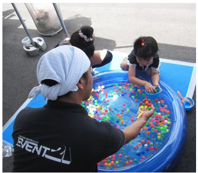 (English) Keep the Kids Happy With the Fun Vinyl Kid's Pool!!!